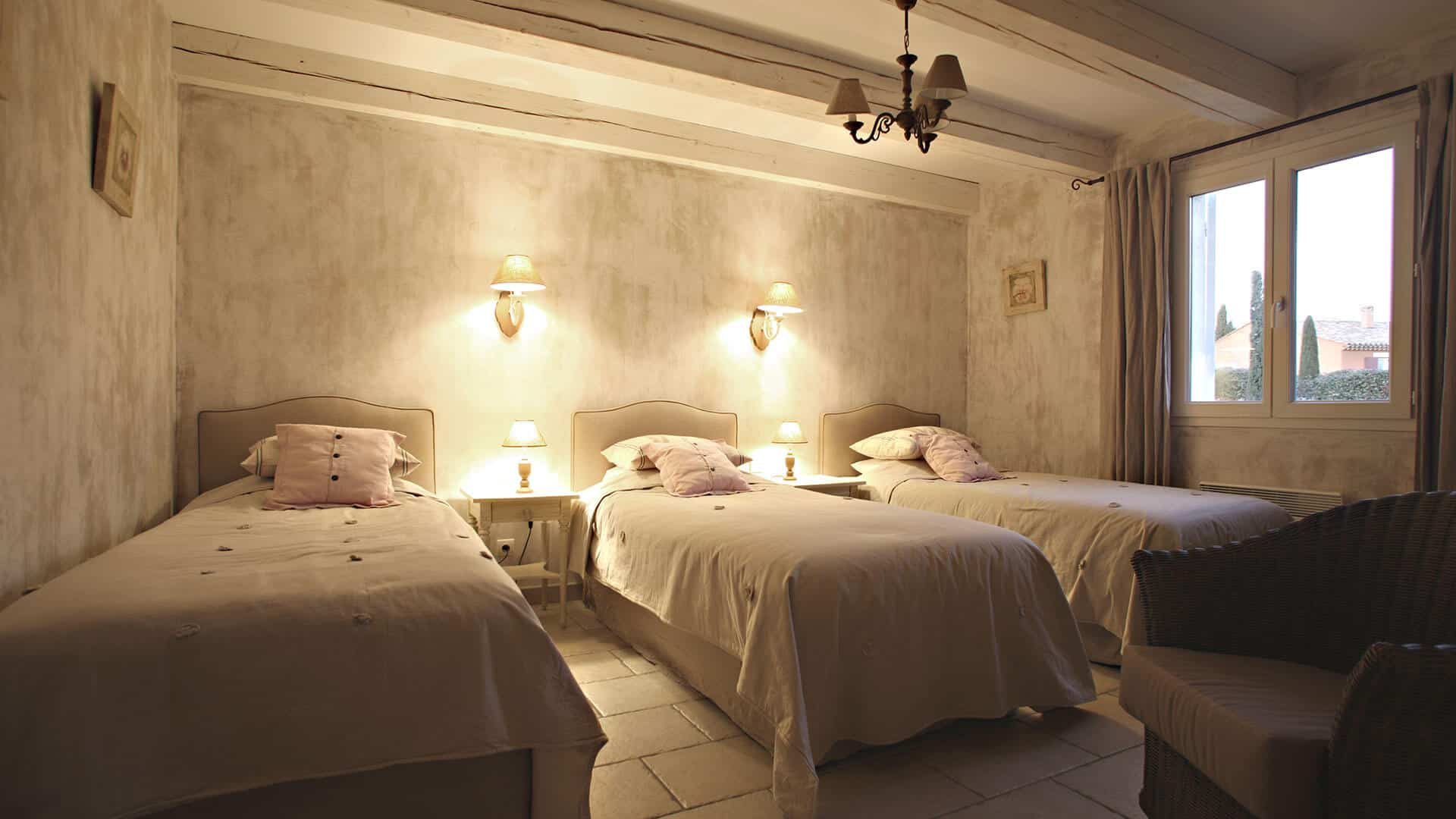 Louer villa vacances Alpes de Haute Provence | Villa les coquelicots | Chambre trois lits