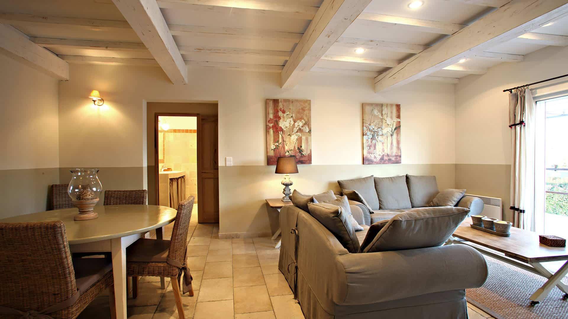 Louer villa vacances PACA | Villa les coquelicots | Salon, salle à manger climatisés