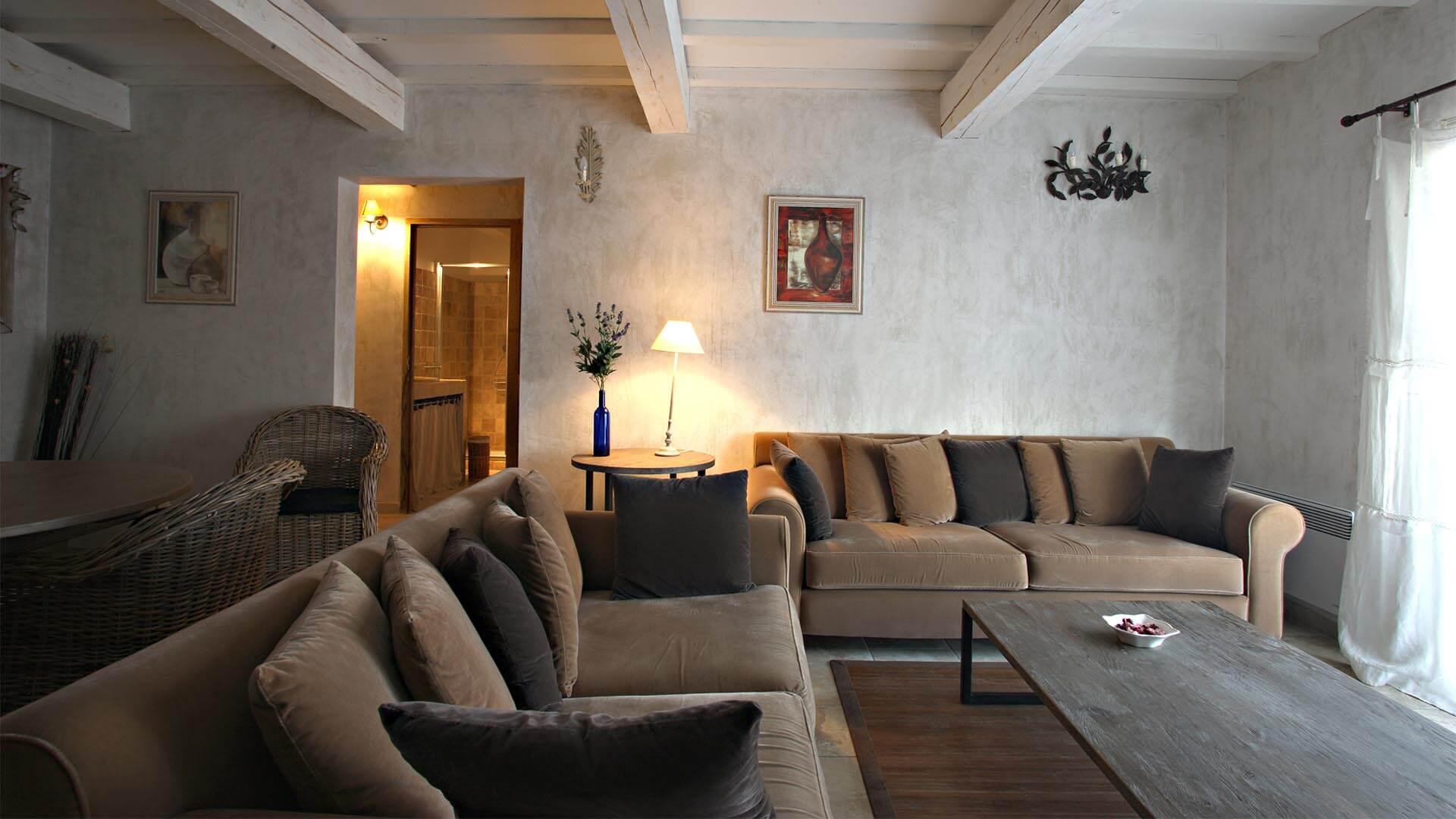 Location saisonnière T3 04 | Villa mon rêve | Salon climatisé