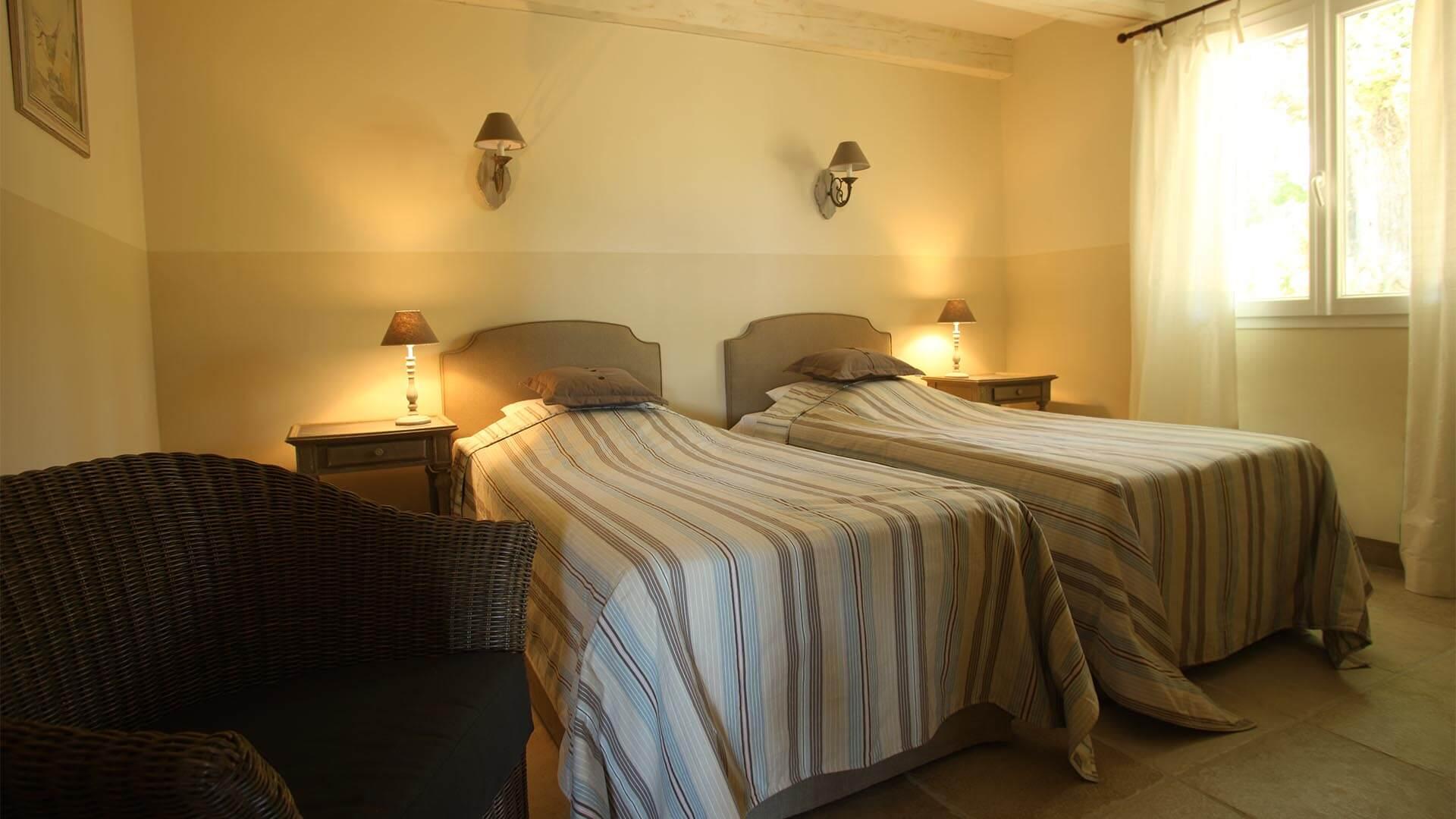 Location vacances Luberon | Villa le mûrier blanc | Chambre deux lits simples