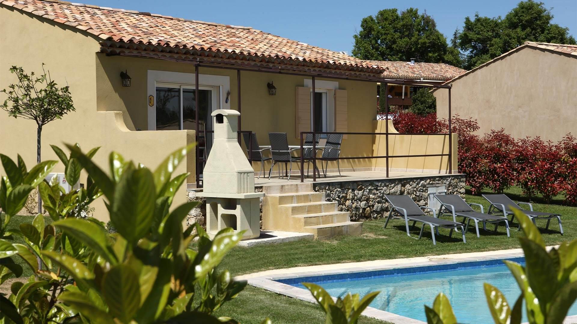 Location vacances T3 Luberon | Villa mon rêve | Terrasse, barbecue et piscine