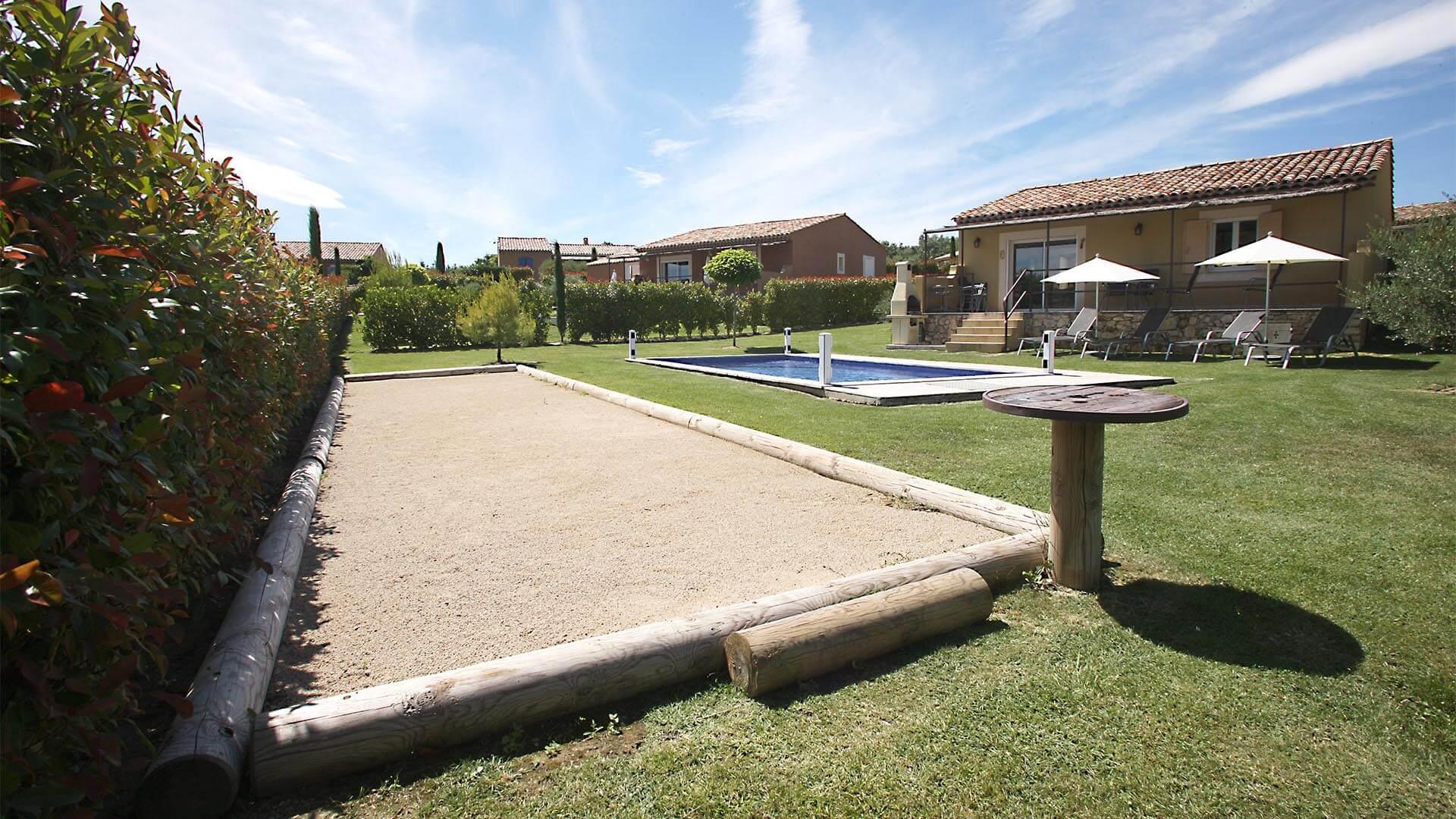 Location saisonnière T3 Haute Provence | Villa mon rêve | Terrain de pétanque
