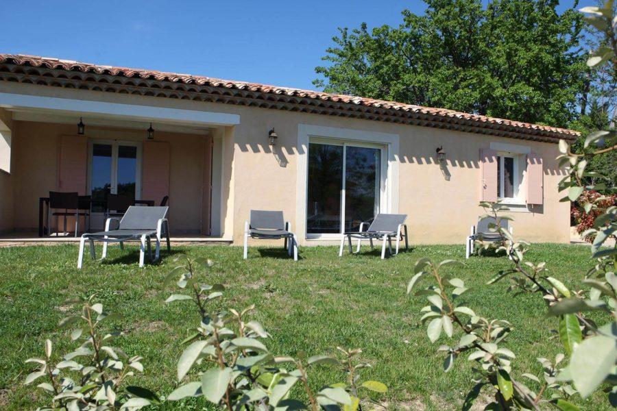 Location vacances Forcalquier | Villa le mûrier blanc | Terrasse couverte et jardin