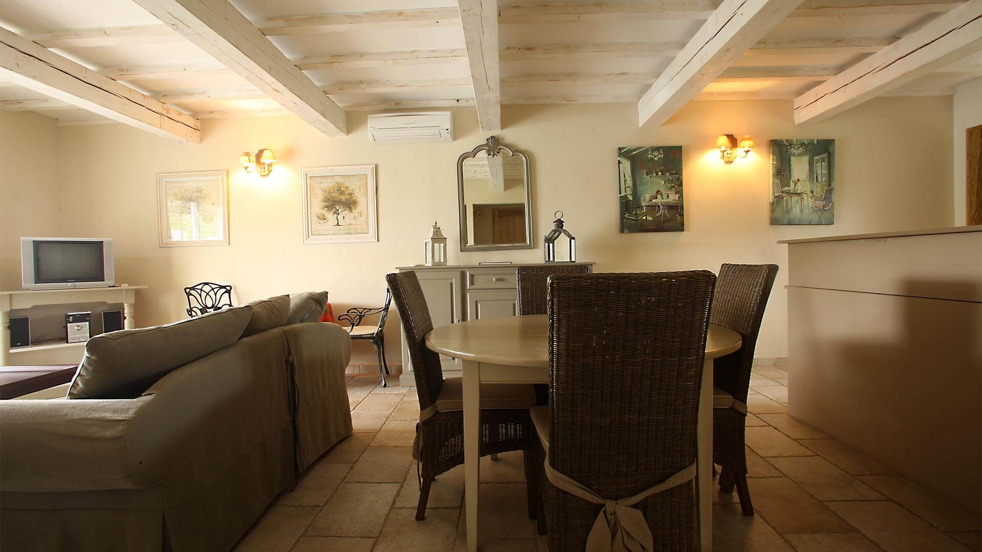 Rent holiday 2 bedroom villa in Provence Alpes Côte d'Azur | Villa terre nature | Air conditioned lounge