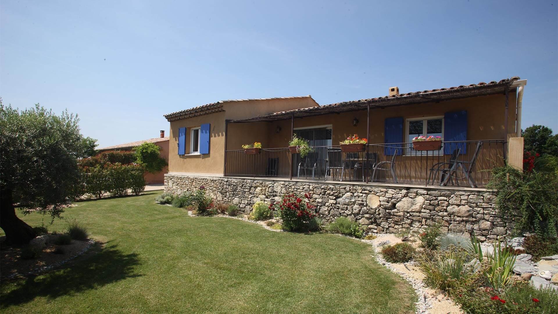Villa à louer vacances Provence Alpes Côte d'Azur | Villa terre d'ocre | Jardin et terrasse