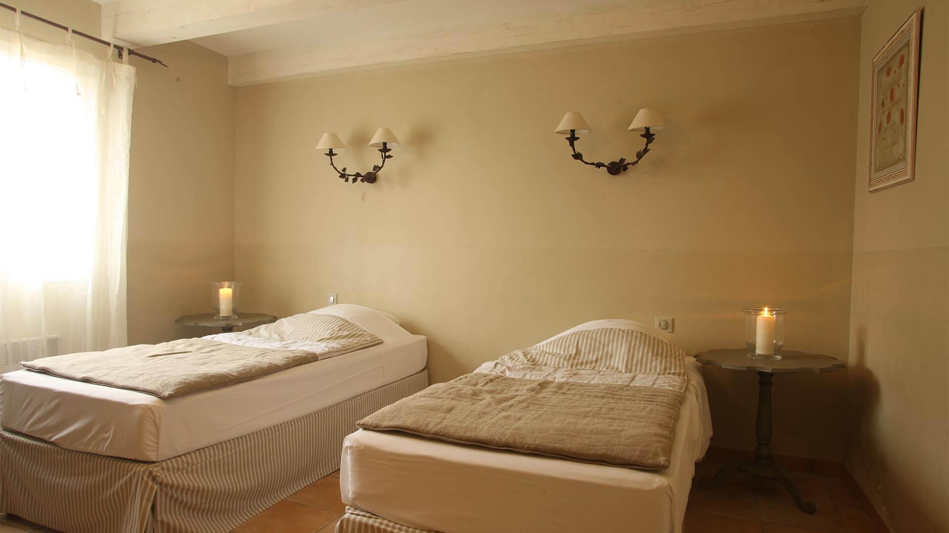 Location maison de vacances 04 | Villa sous la tonnelle | Chambre deux lits simples