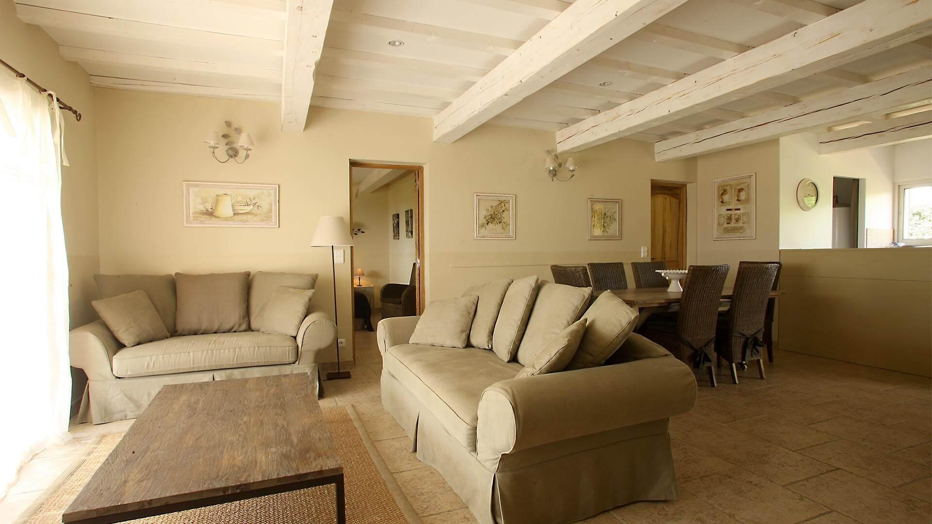 Maison de vacances à louer Provence Alpes Côte d'Azur | Villa les oliviers | Salon, salle à manger avec climatisation
