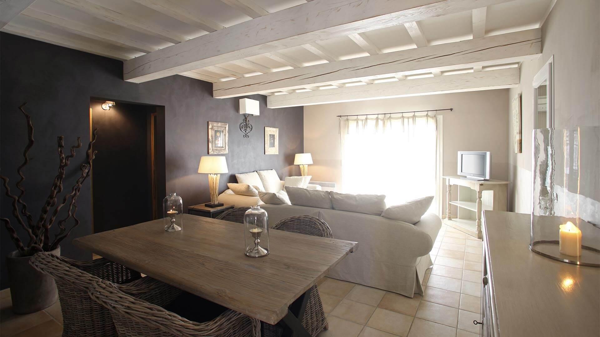 Location maison de vacances Forcalquier | Villa la source | Salon, salle à manger avec climatisation
