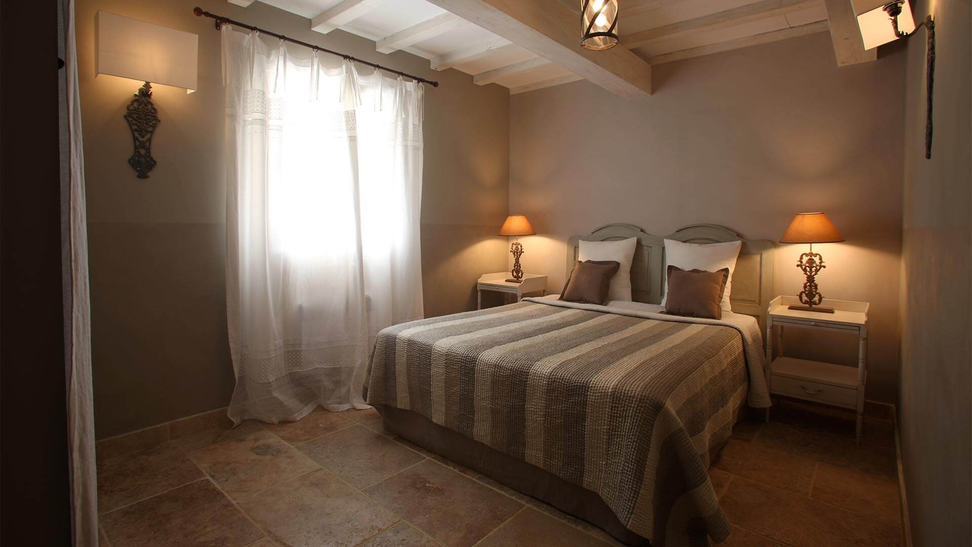 Location saisonnière T3 Luberon | Appartement le jas des collines | Chambre lit double