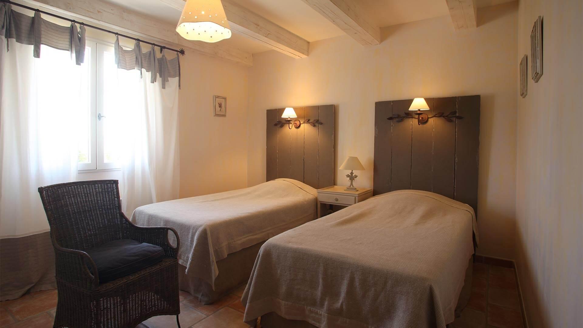 Location saisonnière maison Forcalquier | Villa les tournesols | Chambre deux lits