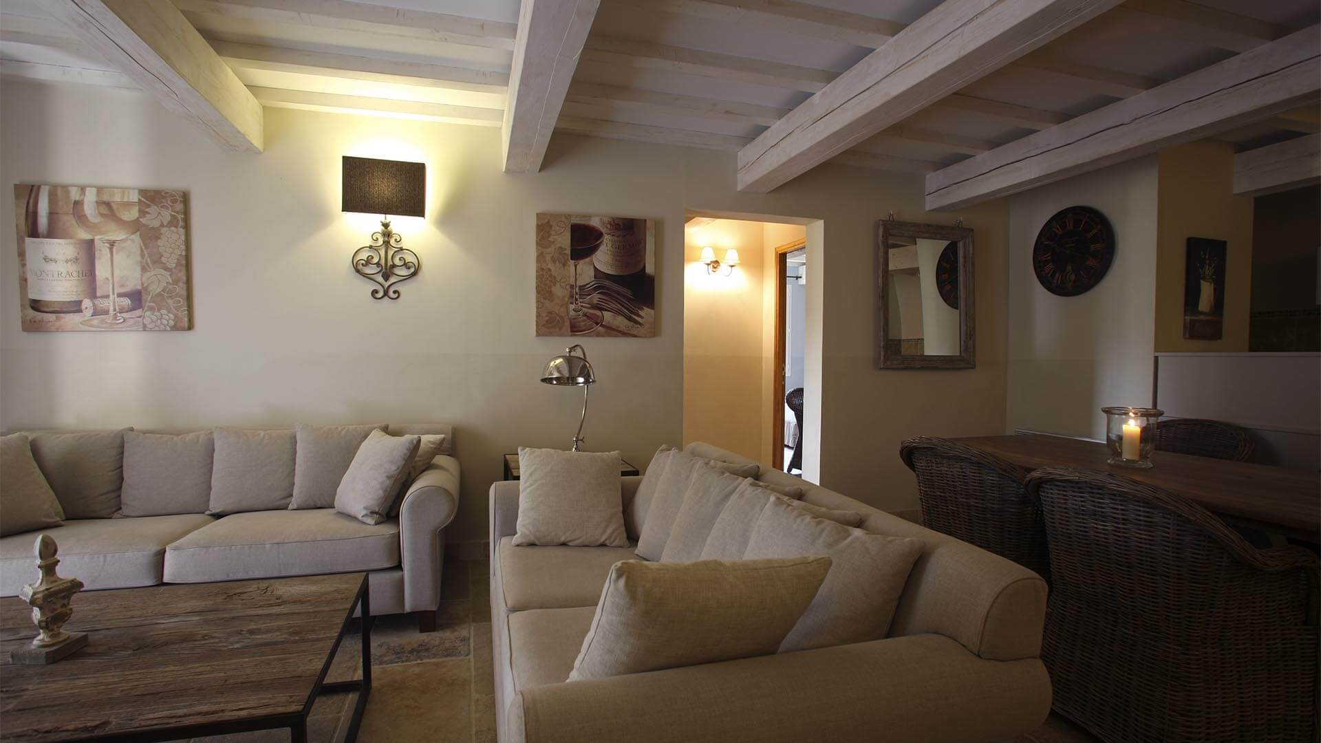 Location vacances Provence | Appartement le jas des collines | Salon, salle à manger