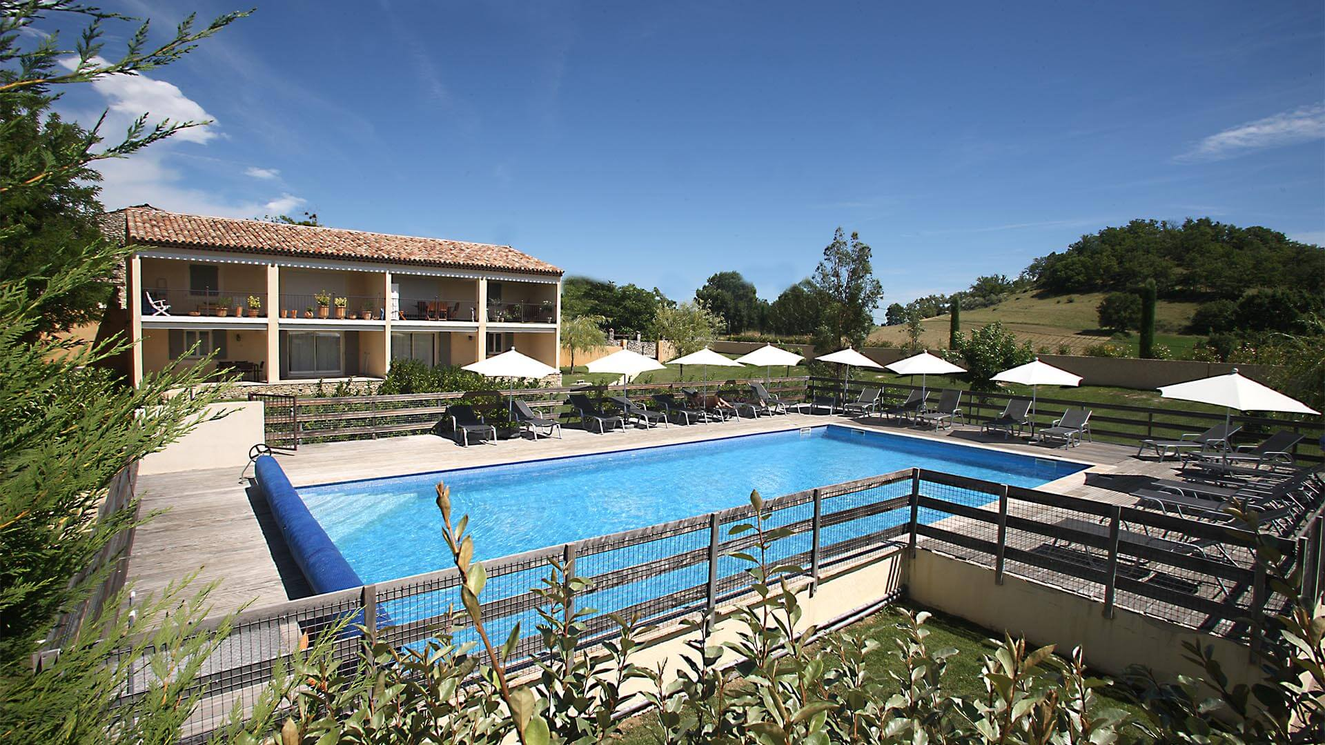 Location vacances Luberon | Appartement avec piscine commune